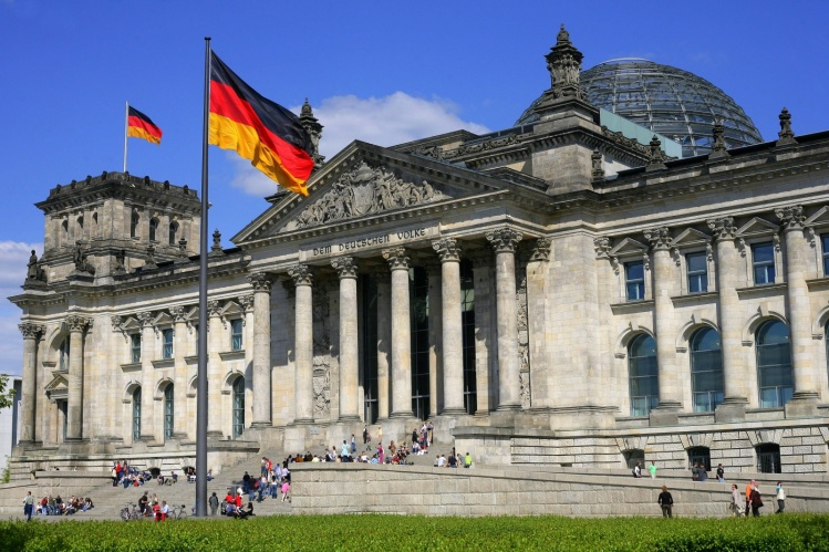 Alman siyasetçilere içinde beyaz toz bulunan mektup