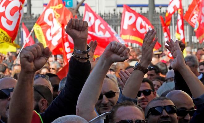 Paris'te İsanlar Yeni İs Yasasına Karşı Eylem Yaptı
