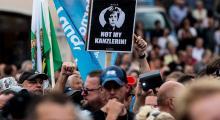 Merkel, Saksonya protesto edildi