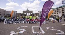 Berlin'de turizmciler sokaklarda