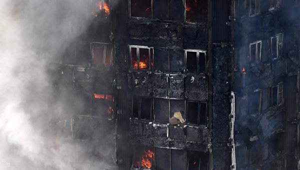 Londra'da gökdelen yangını