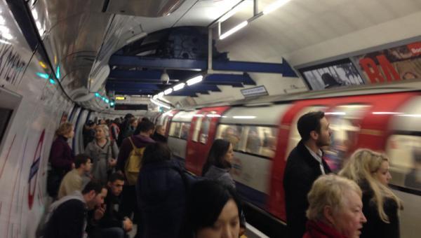 Londra Metrosunda Yangın Alarmı