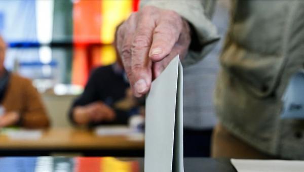 Almanya siyasetinde deprem