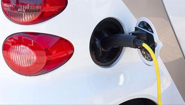 Almanya'dan elektrikli otomobillere fon