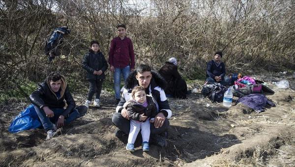 Yunanistan'a gitmek isteyen düzensiz göçmenler