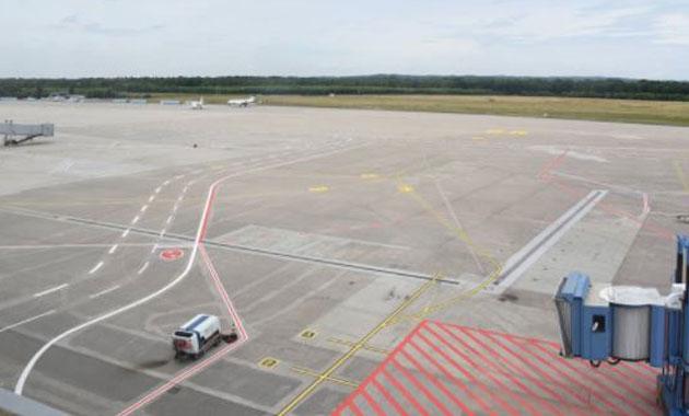 Köln Havalimanı'na iniş yapılamıyor