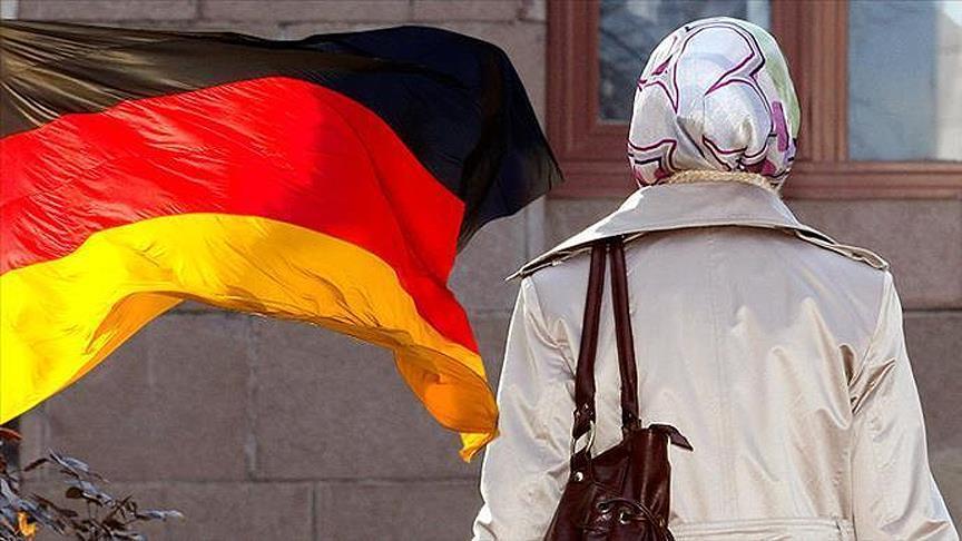 Berlin Adalet Bakanı Behrendt'ten 'başörtülü öğretmen' açıklaması