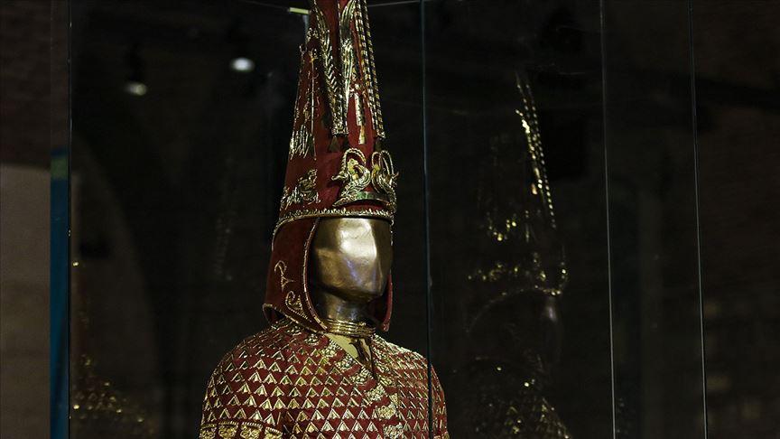 Altın Elbiseli Adam