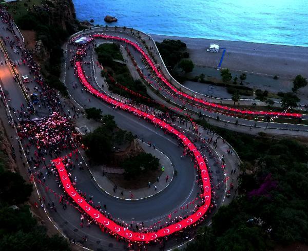Antalya'da on binler yürüdü