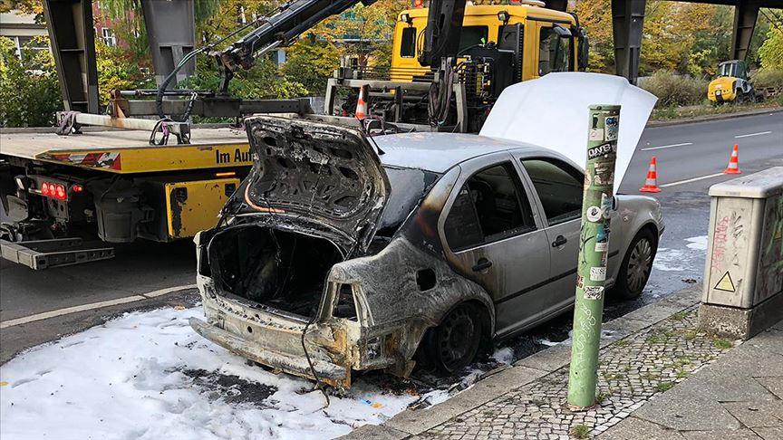 Berlin Büyükelçiliği aracı kundaklandı