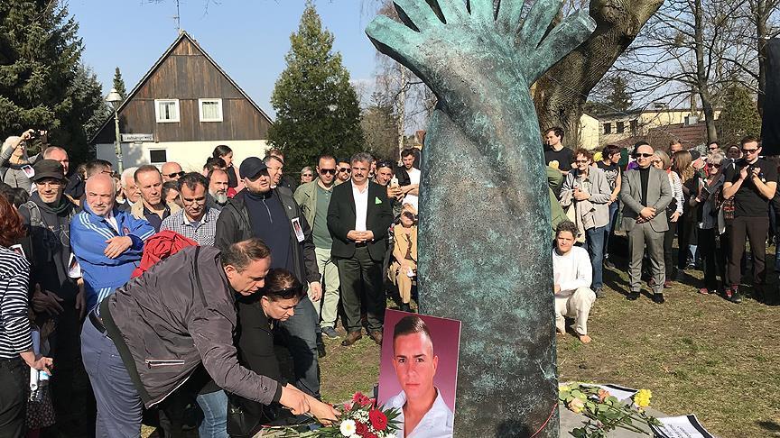 Almanya'da öldürülen Türk genci için anıt
