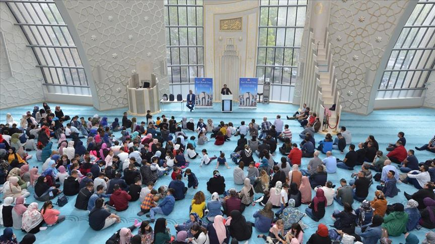 Almanya'da camide duayla okula başlandı