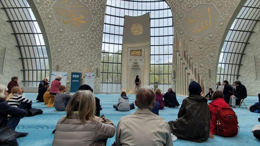Almanya'da camiler gayrimüslimlere açıldı