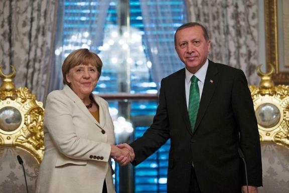 Merkel'den Türkiye'yle ilişkiler hakkında açıklama