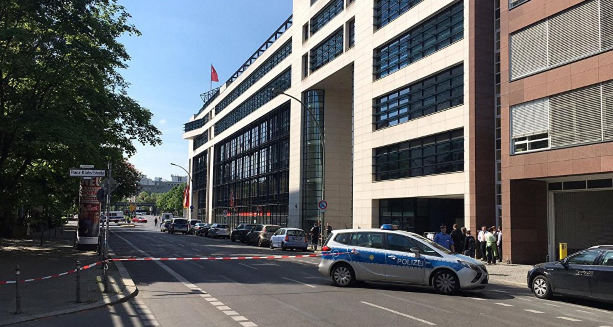 Berlin'de SPD genel merkezi boşaltıldı