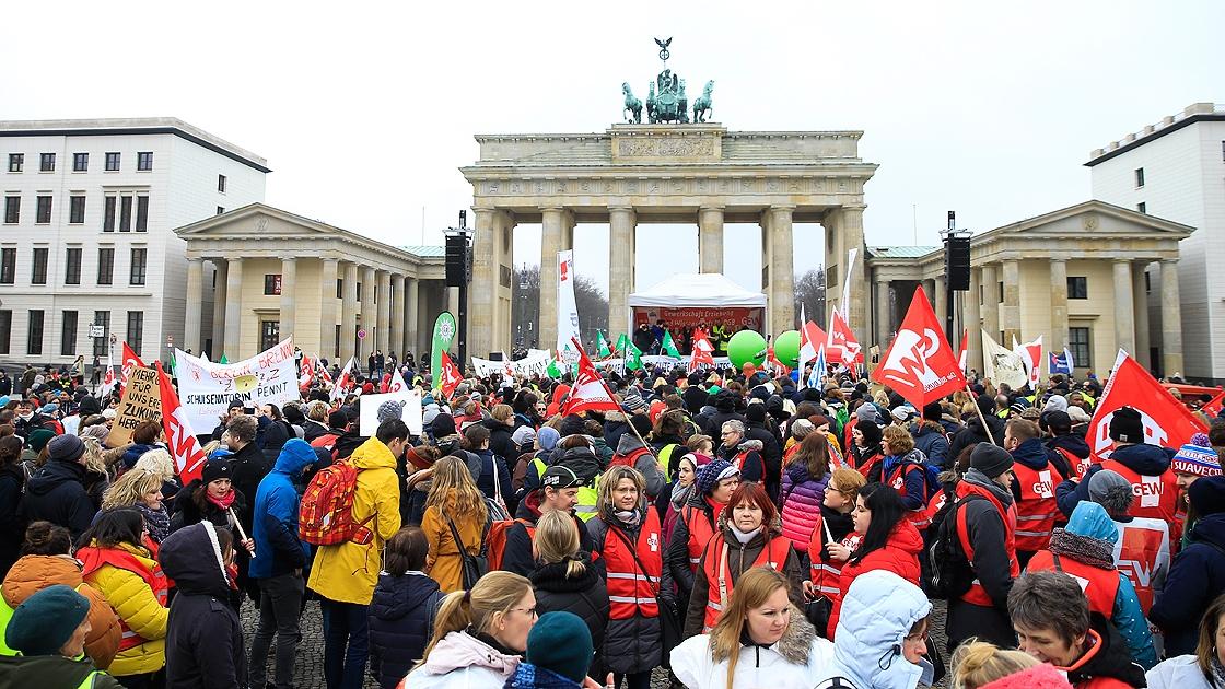 Almanya'da 'uyarı grevi'