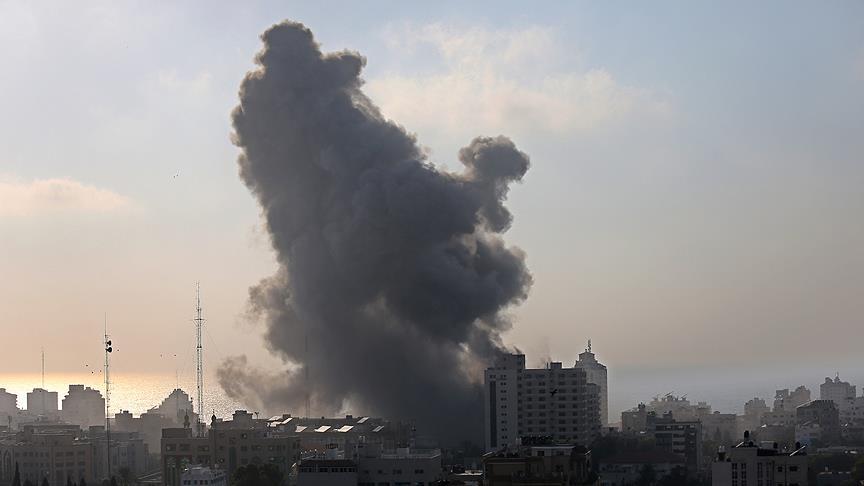 İsrail Gazze'yi yine yeniden vurdu