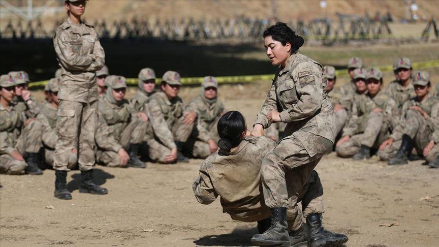 Kadın astsubayların zorlu eğitimi