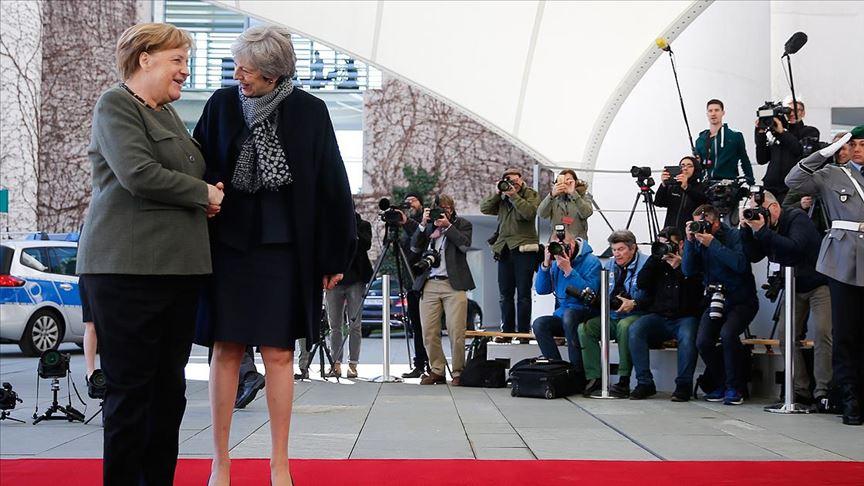 May ve Merkel'den Brexit ertelenmesi