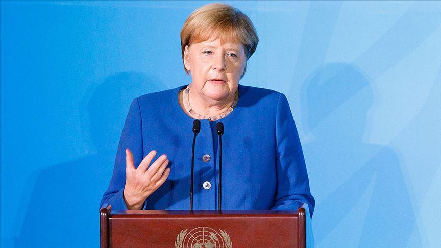 Merkel, ırkçılık konusunda uyardı