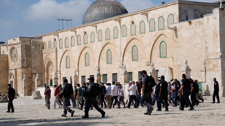 Mescid-i Aksa'yı fanatik Yahudiler bastı
