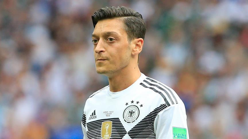 """Mesut Özil'e """"açıklama yap"""" baskısı"""