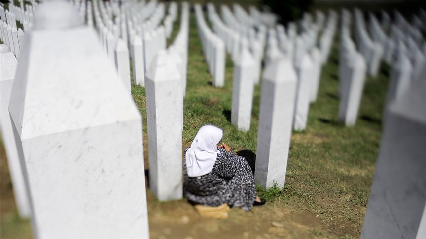 Srebrenitsa soykırımında sekiz aşama