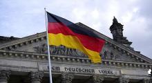 Almanya büyümeyi düşürdü