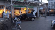 Heidelberg'te arabayla kalabalığın içine daldı!
