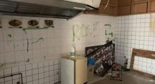 Berlin'de bir Türke ait dükkana gamalı haç çizildi