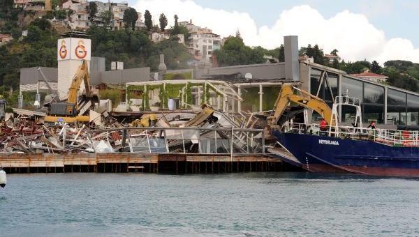 Galatasaray Adası'nda yıkımd