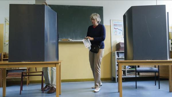 Aşırı sağ Almanya eyalet seçimlerinden güçlen
