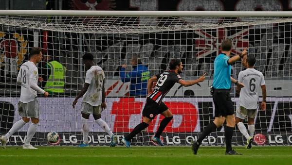 Bayern Münih, Eintracht Frankfurt'a yenıldi