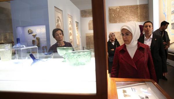 Emine Erdoğan, Berlin'de Bergama Müzesi'ni ziyaret etti