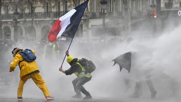 Fransa'dan eylemcilere sert ceza