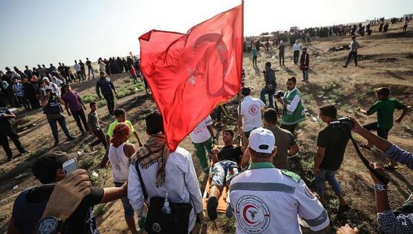 Türk bayrağı taşıyan vuruldu
