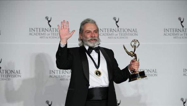 Bilginer Emmy Ödülleri'nde en iyi