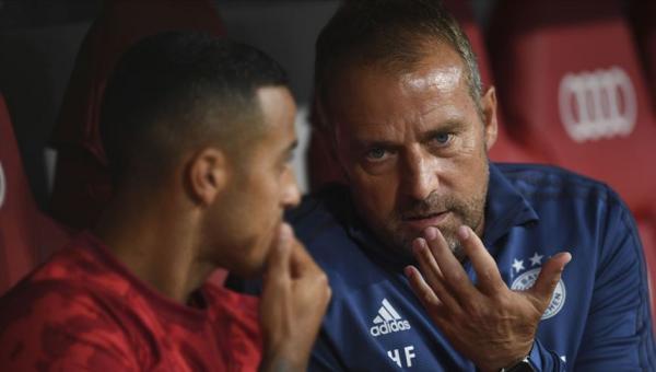 Bayern Münih'te Hans Flick'le devam