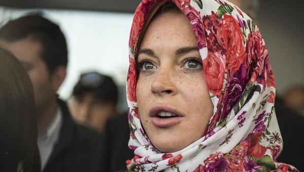 Lindsay Lohan'a Londra'da başörtüsü ayrımcılığı