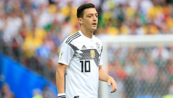 Mesut Özil ilk kez yedek kaldı