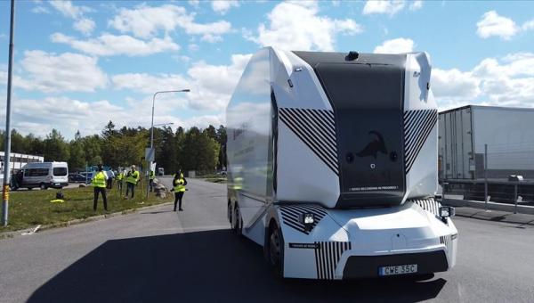 İsveç'te sürücüsüz kamyon
